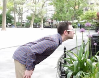 Google Glass, tinta ironiilor pe Internet (Video)