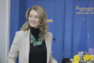 Gorghiu: Am fost amenintata in ziua votului in cazul Sova, ma insotesc masini din coloana neoficiala