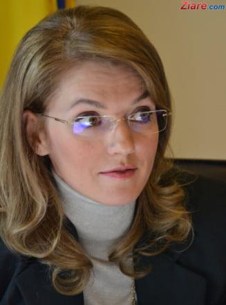 Gorghiu: Pe biroul meu e demisia lui Motreanu, vedeti pe undeva demisia lui Ponta?