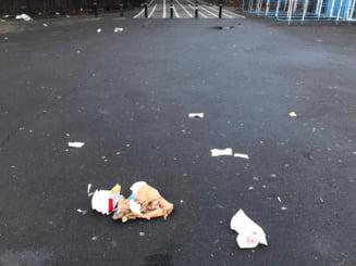 """Gramezi de gunoaie in urma """"vitezomanilor"""" care asalteaza noapte de noapte Parcul Monument"""