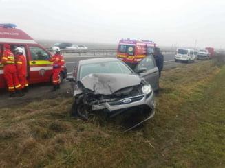 Grav accident de circulatie, cu 11 persoane implicate, printre care 4 copii, in judetul Prahova. Un sofer a plecat de la fata locului