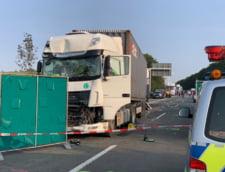 Grav accident in nordul Germaniei: Cel putin 31 de persoane au fost ranite, dupa ce un autocar a iesit de pe autostrada si a intrat intr-un sant