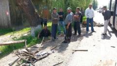 Grav accident rutier la Iasi. Batrani in caruta, spulberati de masina