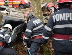 Grav accident rutier pe DN 7. Doua masini s-au ciocnit frontal