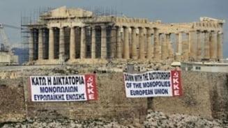 Grecia: Parlamentul dezbate noul imprumut, protestatarii se bat cu politistii