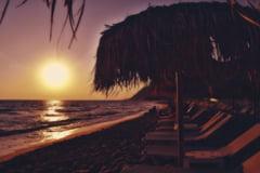 Grecia: Umbrele de plaja echipate cu panouri solare si porturi USB in sudul Atenei