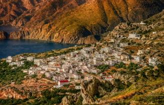 Grecia: Val de caldura cu maxime de 28 de grade, lumea a iesit la plaja, trecand peste restrictii