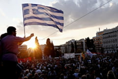 Grecia, pregatita pentru un asediu economic - Tsipras cere vot pentru demnitate: Spuneti NU celor care va terorizeaza!