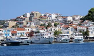 Grecia interzice circulaţia nocturnă în două insule populare în rândul turiștilor români