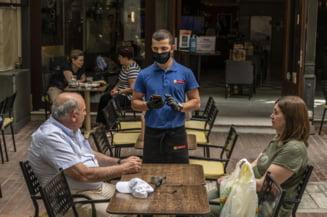 Grecia redeschide restaurantele si terasele, dar insulele raman inchise pana pe 15 iunie