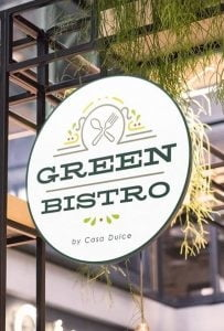 Green Bistro: dimineata cafea, croissant, fresh, seara vin si platouri cu branzeturi, muzica in surdina