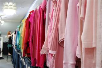 Greenpeace: Hainele produse de Zara, Levi's si Calvin Klein contin substante toxice
