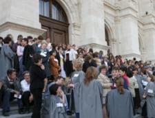 Grefierii din toata tara protesteaza, luni, in fata Ministerului Justitiei
