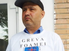 Greva foamei, declarata ilegala: Musteste prostia in peretii IPJ Neamt