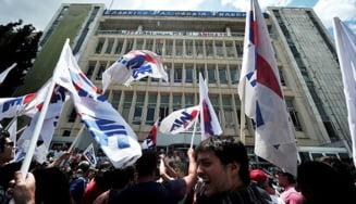 Greva generala in Grecia, in urma inchiderii televiziunii de stat (Video)