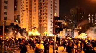 Greva generala si violente in Hong Kong: Metroul a fost blocat, magazinele au stat inchise (Video)