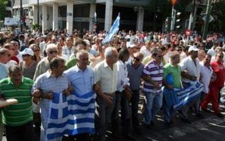 Greva in Grecia: Zeci de mii de turisti blocati, cinci raniti, penurie de combustibili