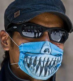Gripa porcina loveste in moda: Masti personalizate