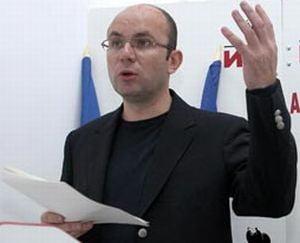 Gusa: Basescu incearca sa se protejeze de dusmani cu un nou mandat