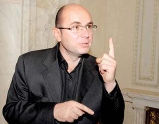 Gusa: Il vad pe Basescu in postura de a forta o demisie a sa, isi cauta un rol politic