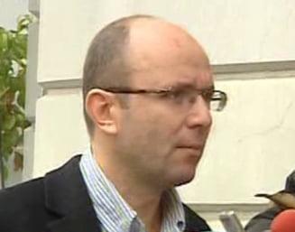 Gusa: Parlamentarii trebuie acum sa bata pas de defilare in fata lui Basescu