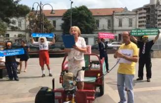 Guvernul Dancila, parodiat la Oradea: Vrem coruptie, nu justitie! Doar penali in functii publice! (Video)