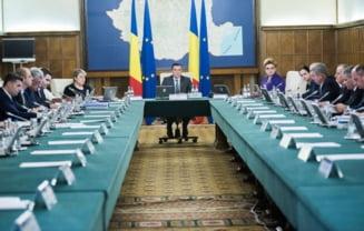Guvernul Grindeanu se reintregeste dupa ce a cazut la motiune: Ministrii isi retrag demisiile - UPDATE