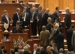 Guvernul Ponta a trecut - Vezi reactiile de dupa vot