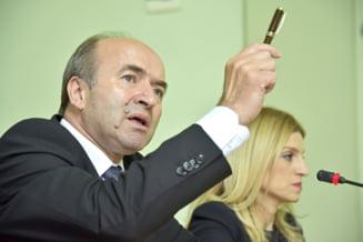 Guvernul a adoptat Ordonanta care-i permite lui Toader sa-i mentina in functii pe sefii Inspectiei Judiciare - UPDATE