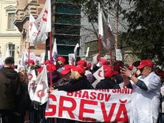 Guvernul a adoptat regulamentul de sporuri, angajatii din sanatate se pregatesc de greva