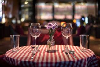 Guvernul a aprobat redeschiderea localurilor: 2 metri intre mese, maximum 6 persoane la o masa, maxim 50 de persoane la evenimente, in interior, si 100 la exterior