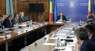 Guvernul aloca bani din Fondul de rezerva pentru plata salariilor pe octombrie a angajatilor din directiile de asistenta sociala