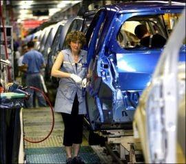Guvernul francez ii someaza pe sefii companiilor auto sa renunte la prime