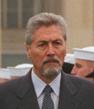 Guvernul ii deconteaza lui Emil Constantinescu in fiecare an cazare si transport la evenimente de cateva mii de euro