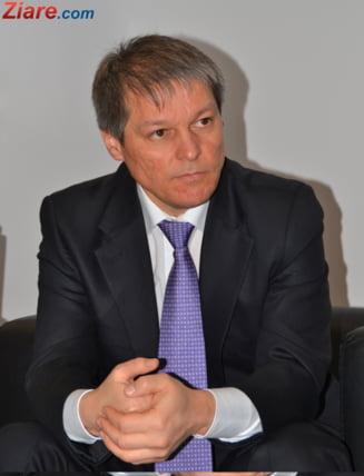 Guvernul nu va ataca la CCR legea Dragnea, care taie 102 taxe. Ciolos: Nu avem argumente constitutionale