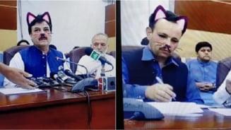 """Guvernul pakistanez a activat din greseala """"cat filter"""" in timpul unei transmisiuni live pe Facebook"""