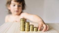 """Guvernul va emite o ordonanta care sa """"refaca"""" indemnizatiile mamelor pentru cresterea copiilor"""