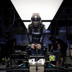 Hamilton spune ca nu le-a cerut pilotilor din Formula 1 sa ingenuncheze