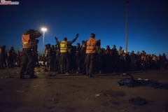 Haos in Franta: Ciocniri violente intre politisti si sute de refugiati furiosi