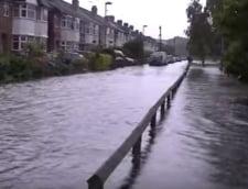 Haos la Londra: Masini luate de viitura, strada la 2 metri sub apa (Galerie foto)