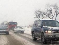 Harghita: Circulatia pe DN 12C, ingreunata din cauza ninsorii