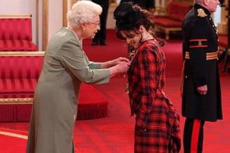 Helena Bonham Carter, decorata de regina Marii Britanii