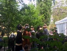 Herastraul ne invita incepand din acest weekend la teatru cu marionete uriase