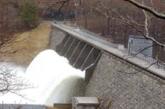 Hidroelectrica isi vinde zeci de microhidrocentrale ca sa faca rost de bani