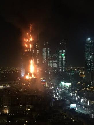 Hotel de 63 de etaje din centrul Dubaiului, cuprins de flacari: UPDATE 16 raniti (Video)