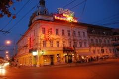 Hotel-emblema al Clujului, cumparat de o fundatie finantata de Guvernul de la Budapesta. Cladirea a gazduit primul club de noapte din perioada comunista