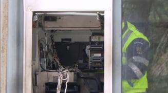 """Hoti de bancomate prinsi in flagrant in mijlocul noptii. Spargatorii au incercat sa scape, dar au fost """"vanati"""" cu elicopterul"""