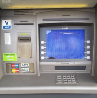 Hoti romani si moldoveni, retinuti pentru furt din bancomate