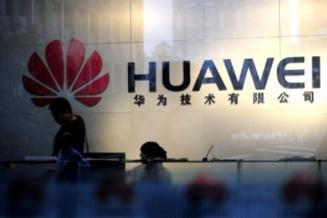 Huawei, acuzata de un fost sef CIA de spionaj pentru China