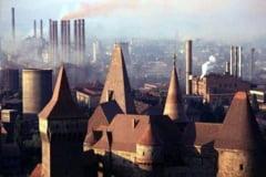 Hunedoara anilor 1960, descrisa de scriitori: orasul uriasului complex de uzine unde fierbe in clocot otelul